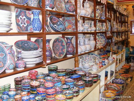 From http://www.turkeysforlife.com/2012/02/turkish-souvenirs-istanbul-ceramic.html