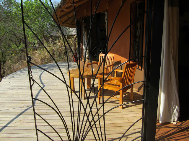 Hotel review tongole wilderness lodge chitalian travels for Another word for balcony